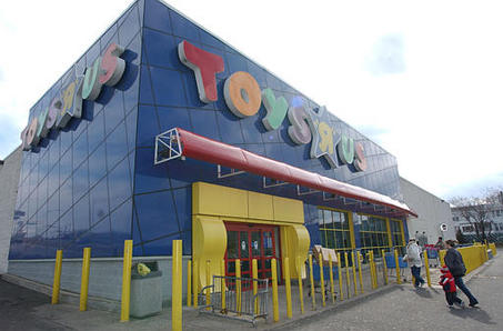 Toys R Us Will Sell Or Close All U S Stores
