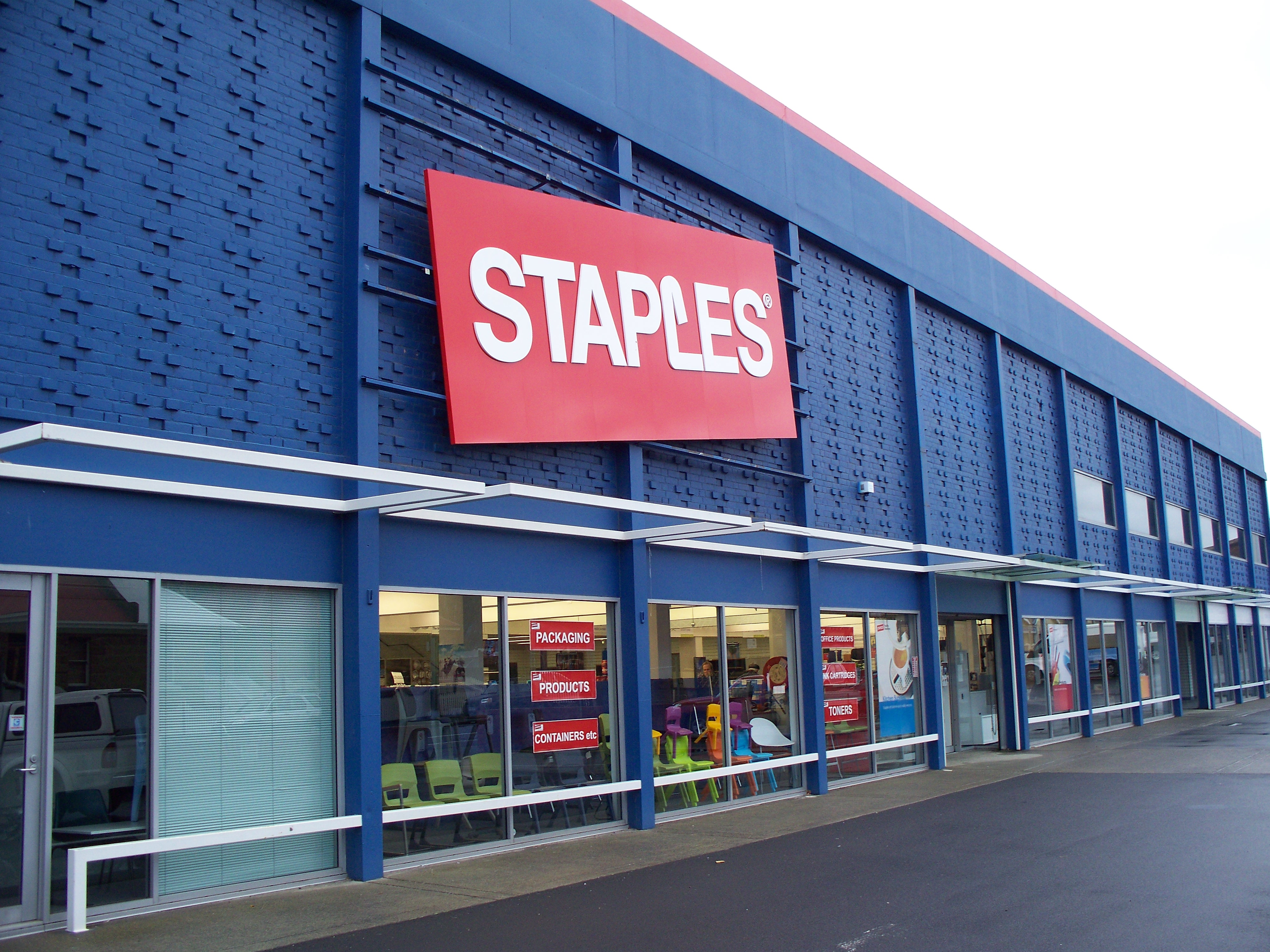 Staples in Talks to Sell its Stores to Office Depot